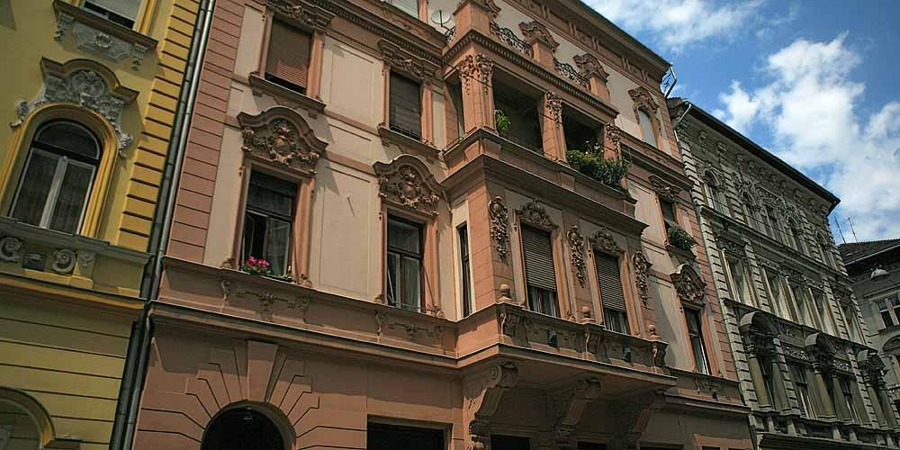 Оформлення фасаду магазину в стилі бароко, фото