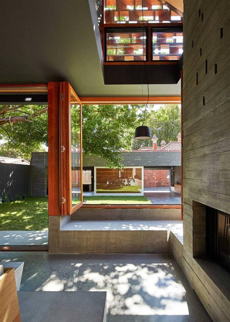 Низкий подоконник в интерьере | Дизайн широкого подоконника для современного окна: фото примеры