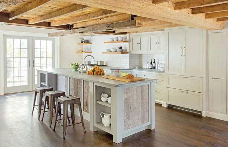 Кухня салатового цвета с темным полом и не отделанным потолком | В стиле прованс, кантри, маленькая, дизайн, своими руками, обои: фото, примеры, описание