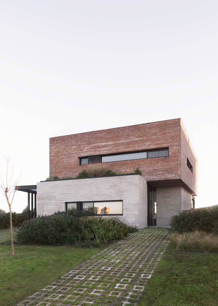 Brick Wall House Combined with Concrete and Wood in the Interior