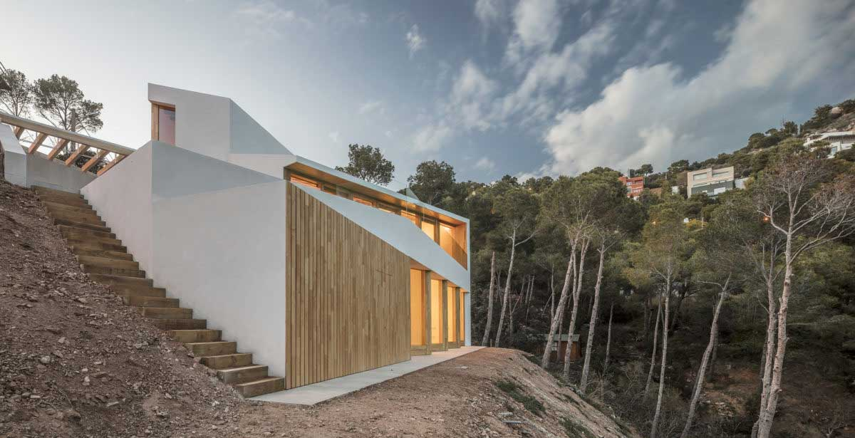 houses built on steep slopes