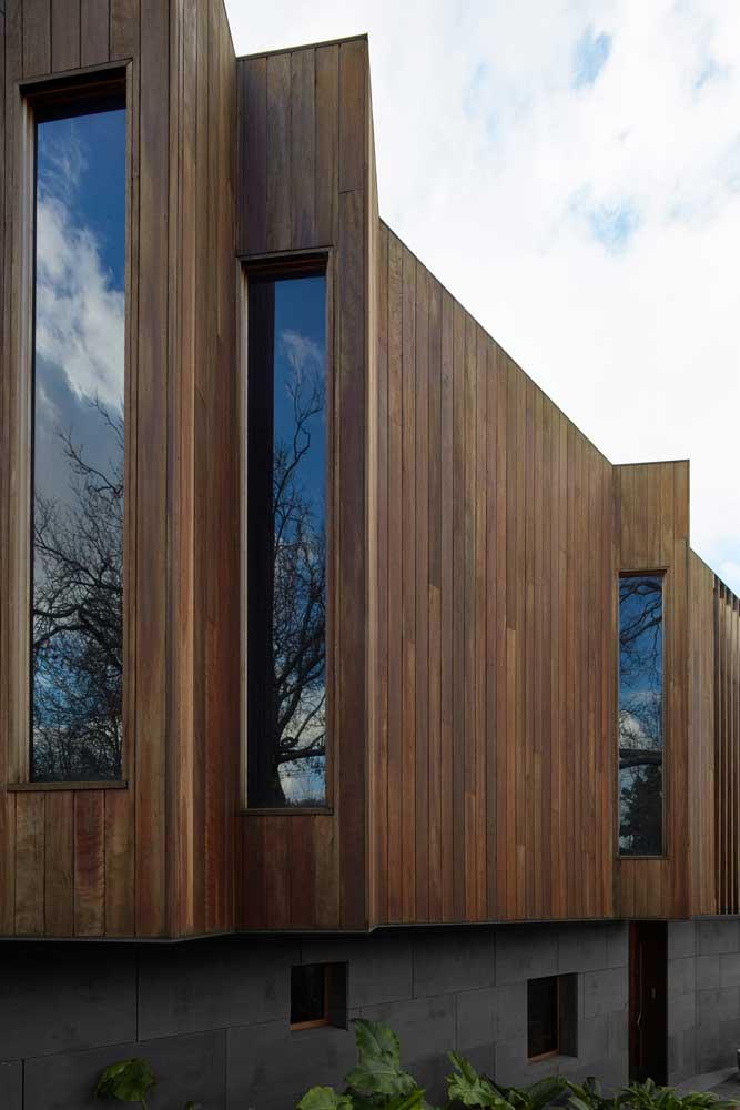 Decoración de la fachada de la casa en un estilo moderno.