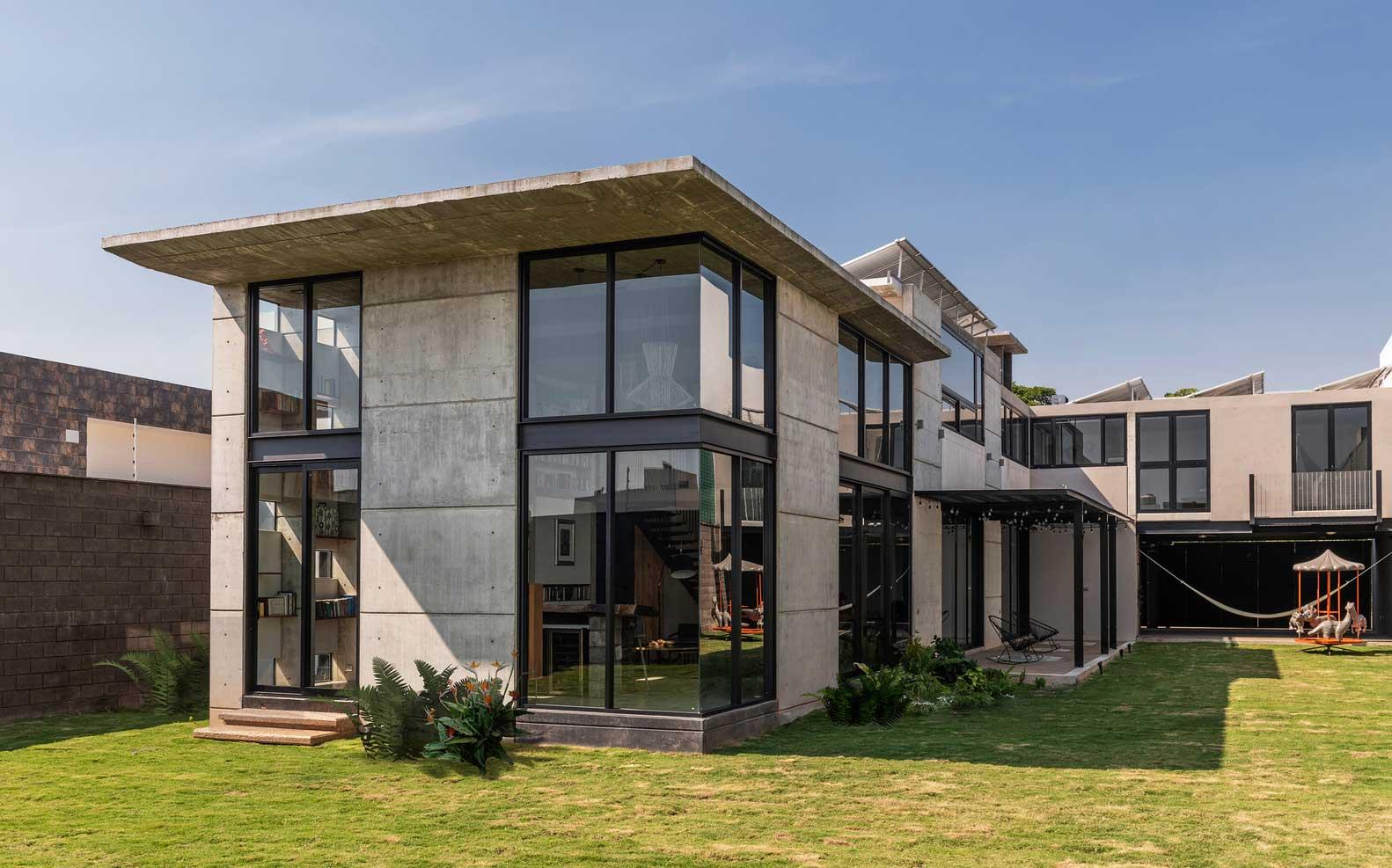 2-х этажный Бетонный дом без отделки стен — Практичный вариант дизайна фасада и интерьера