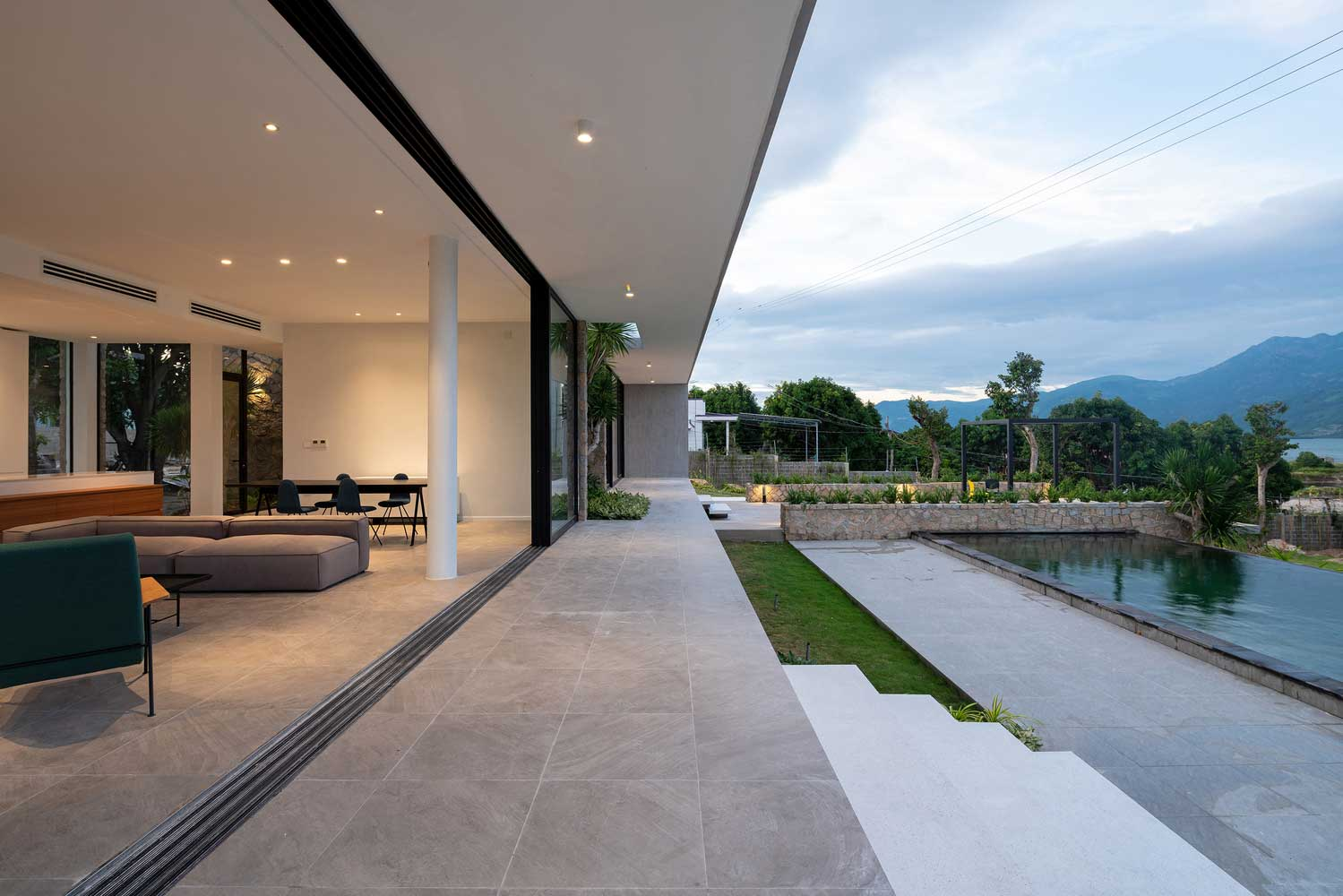 One-storey flat house with panoramic windows on the Vietnamese slope