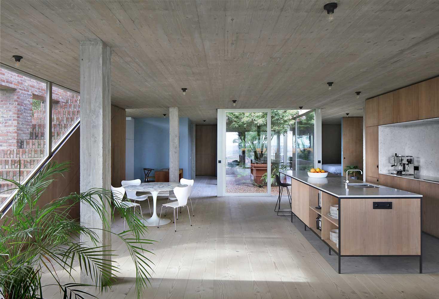Hausdesign auf steilem Hang Foto, Design, Ideen, Plan, Layout, Fassade, Außen, Innen, Landschaft, Innenhof, Dekoration, Verkleidung