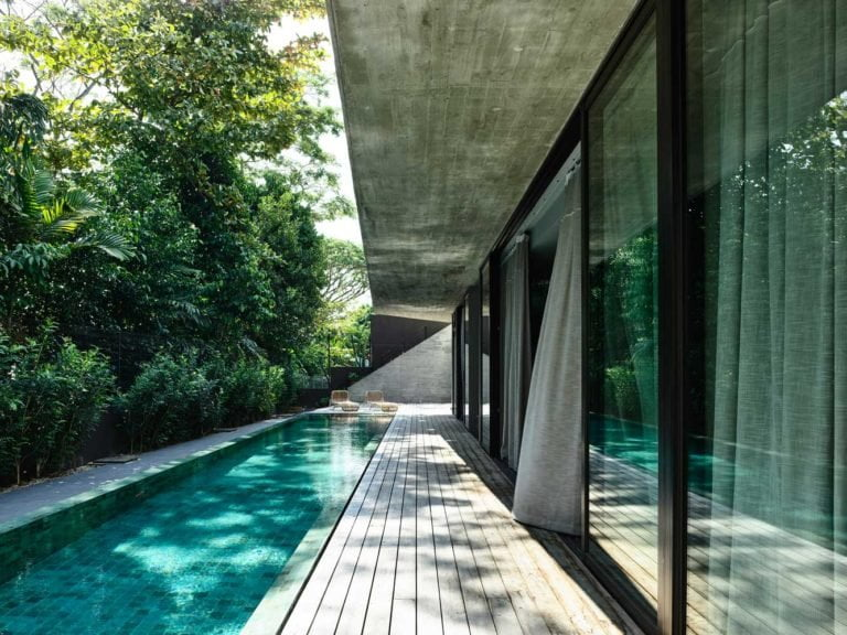 House with Glass Facade photo, design, ideas, plan, layout, facade, exterior, interior, landscape, courtyard, decoration, cladding