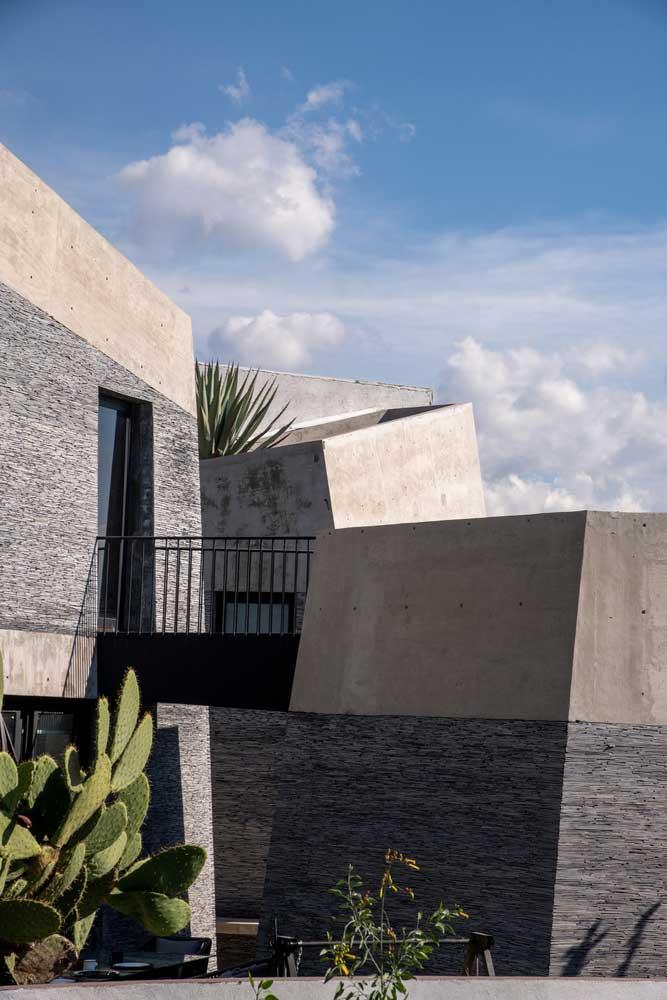 серый фасад дома фото