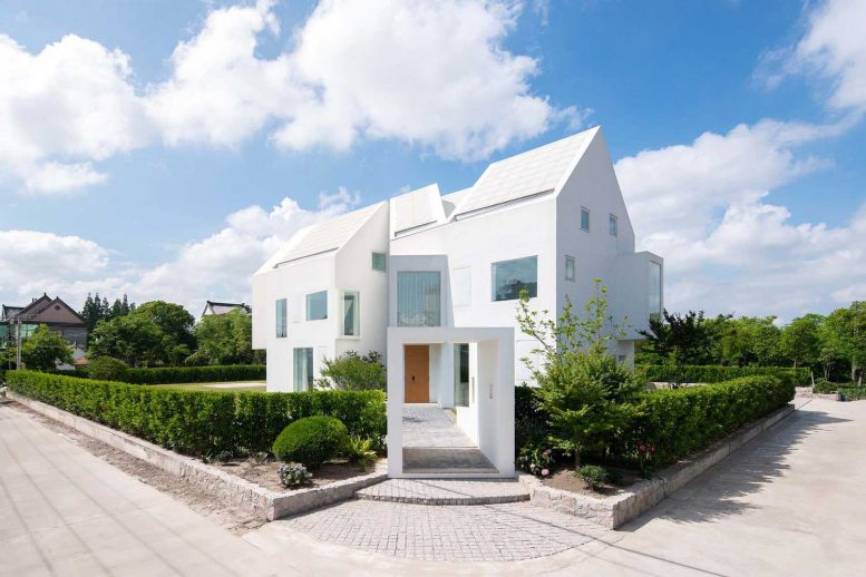 3 Features of the Ultra-modern White Barnhouse / L House