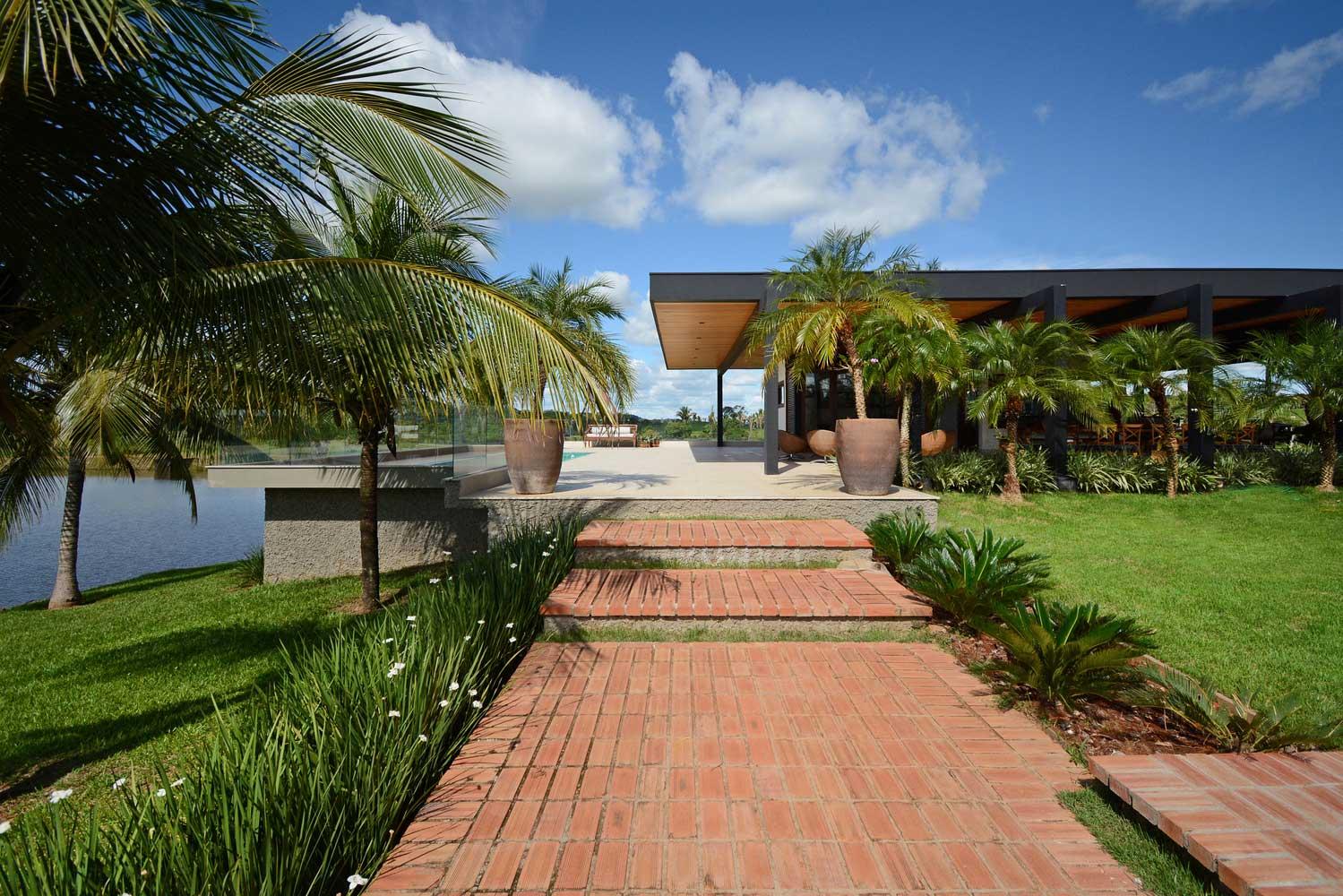 озеленение двора частного дома