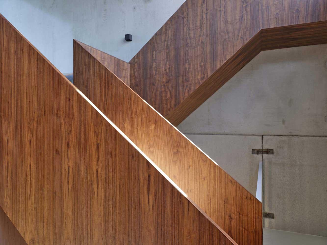 treppengeländer innen holz modern
