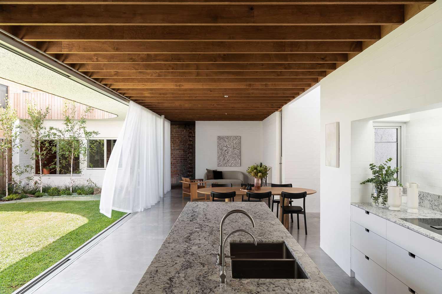 интерьер столовой в частном доме